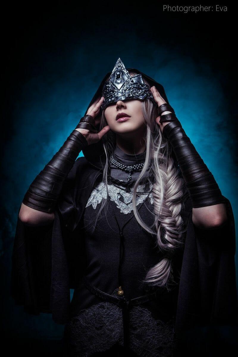 dark-souls-fire-keeper-cosplay-1
