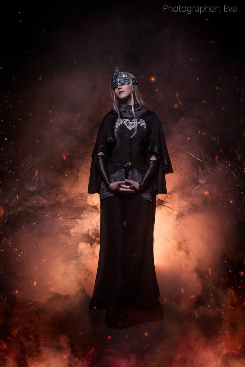 dark-souls-fire-keeper-cosplay-2