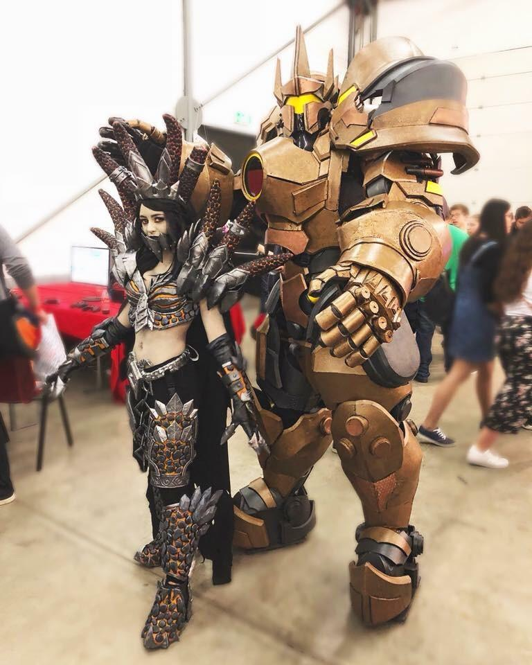 Deathwing (female) and Reinhardt cosplayers