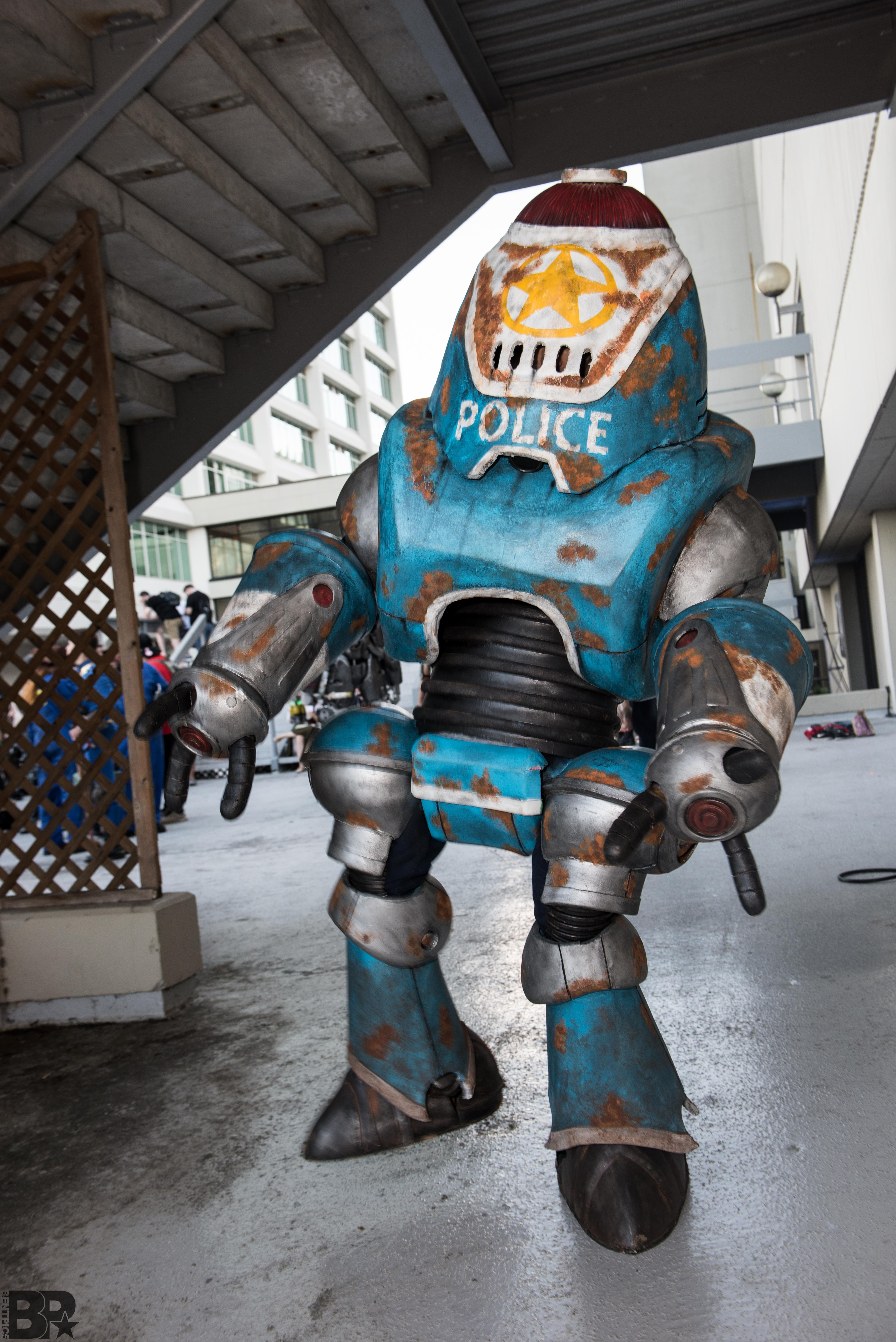 Fallout 4 Protectron cosplay